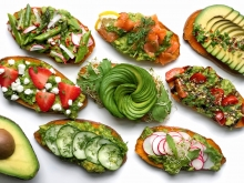 CAC blogger Alyssa Gagarin shared eye-catching California avocado toast bar ideas perfect for hosting a brunch.