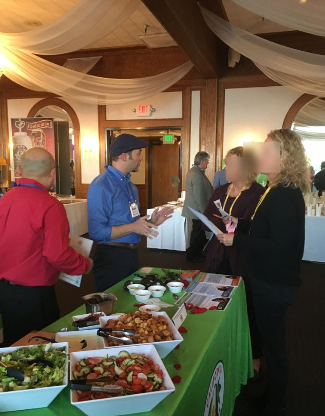 The CAC foodservice team discusses the value of California avocados on the menu with a Chain Gang operator attendees.