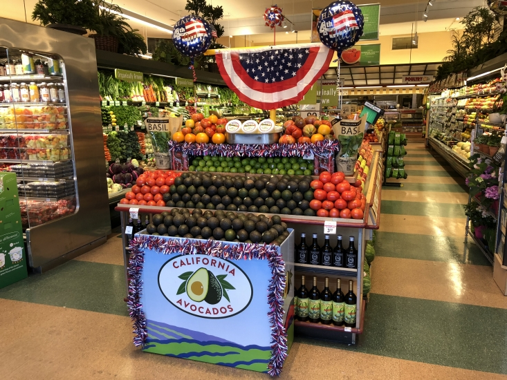 Mollie Stone's showcased fresh California avocados with guacamole-friendly ingredients and beverages.